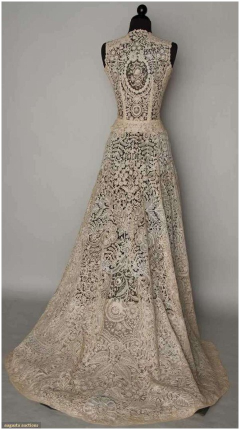 vintage lace wedding dress via www.frenchweddingstyle.com # ...