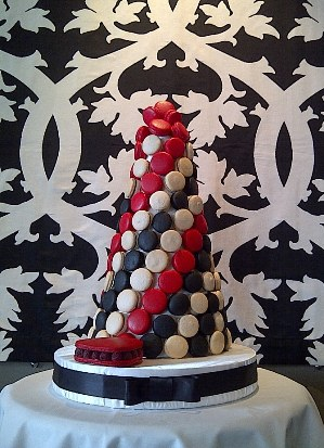 ieatsweet.blogspot.com - wedding macaron tower cake