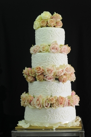 french shabby chic cakes by Wedding Cake Avenue Paris