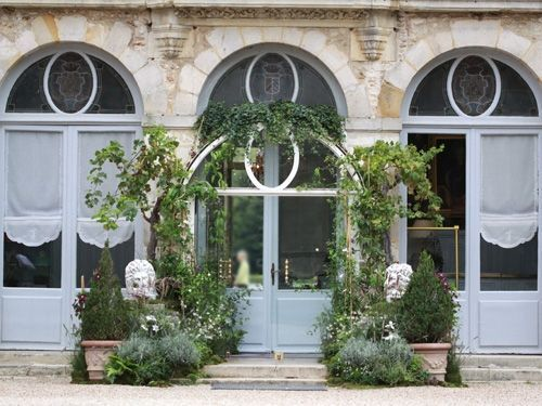 chateau wedding flowers decor