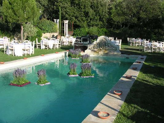 swimming pool wedding flowers France
