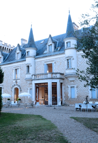 Real life chateau wedding in poitou charentes for French chateau style