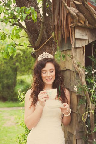 time for bridal tea © - Christy Blanch Photography / French Wedding Style Blog