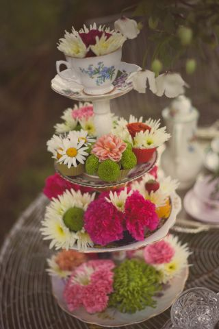 cupcakes and real flowers display  © - Christy Blanch Photography / French Wedding Style Blog