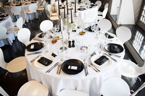 monochrome wedding tables