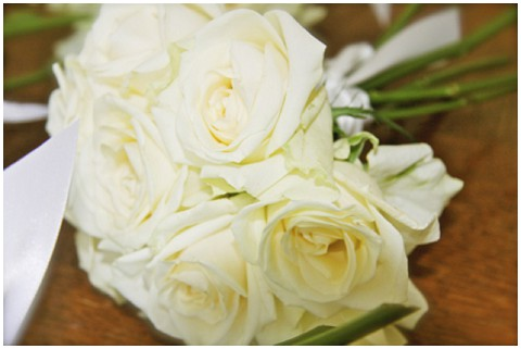 white roses wedding flowers