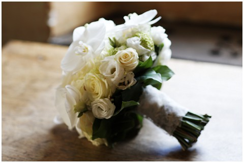 white wedding flowers bouquet