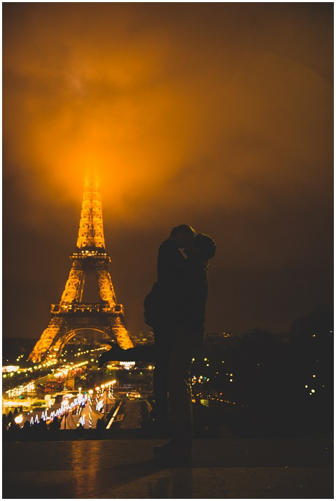 lovers eiffel tower