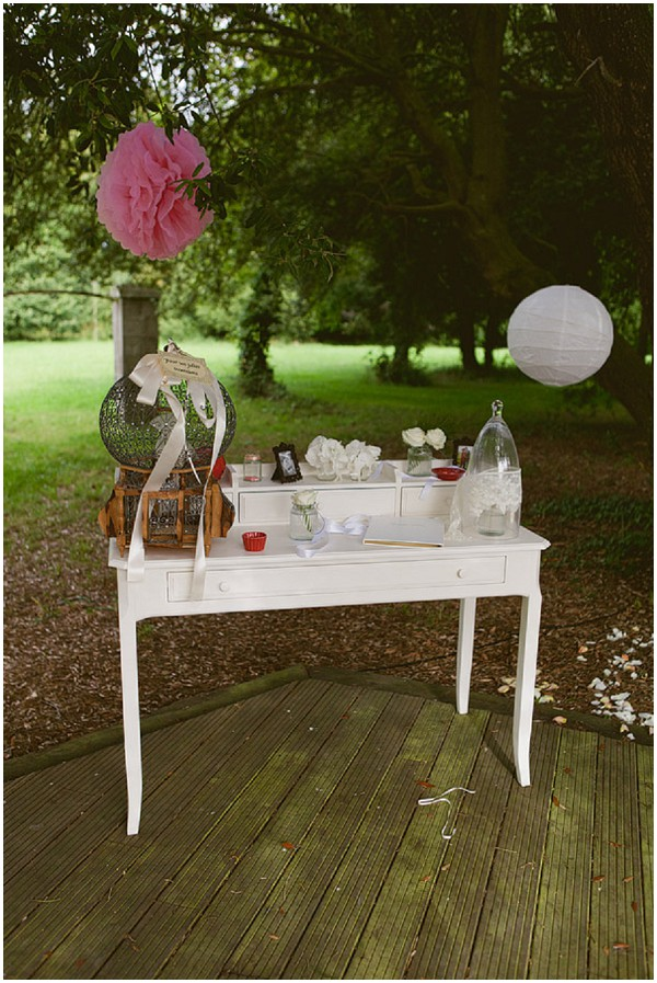 pink white wedding table
