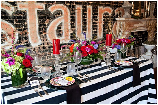 Glamour wedding table in black and white Bright and bold wedding stationery with pattern  / Photography: Cinnamon Dreams  / Styling: Query Events /  French Wedding Style