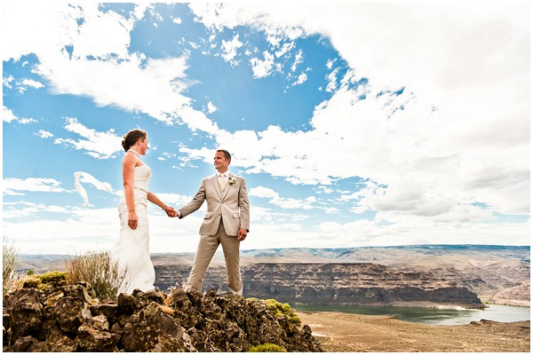 red rock gorge wedding   Photography © Adna Photography on French Wedding Style Blog