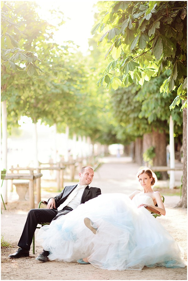 bride in paris park
