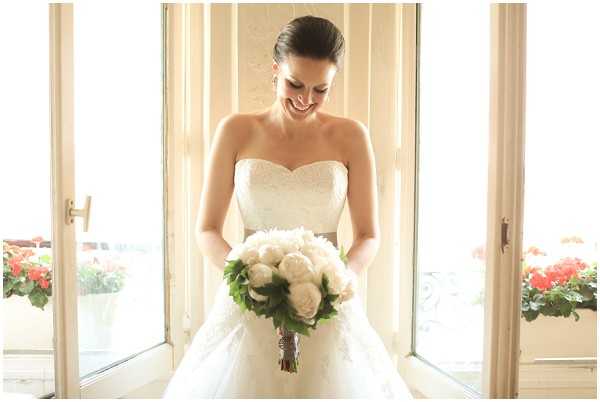 White bridal style with white blooms | Melissa Barrick Photography