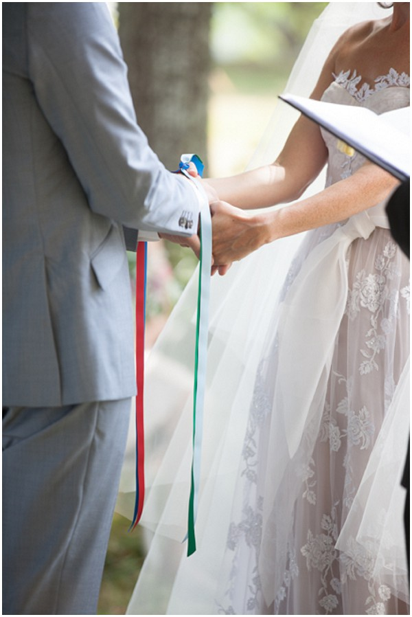 hand tie wedding ceremony