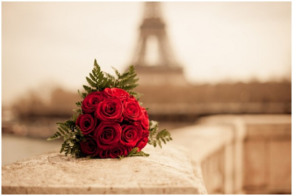 roses eiffel tower