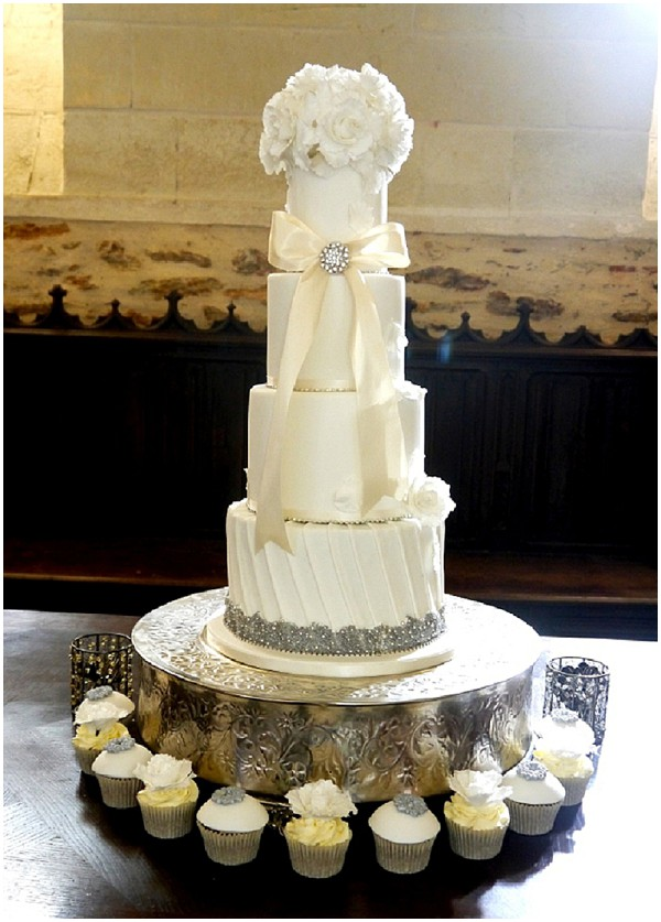 2014 wedding cake trends modern-elegant