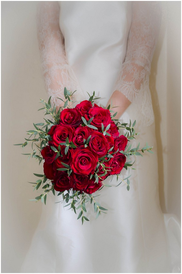 winter red rose bouquet