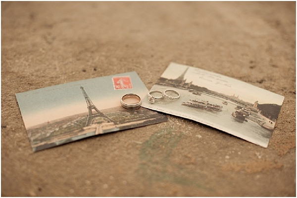 paris postcards | Image by Juliane Berry Photography, read more http://www.frenchweddingstyle.com/elopement-wedding-paris/