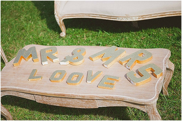Mr and mrs love signs