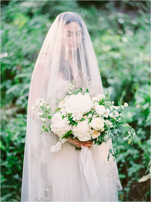 Stunning bride, veil and beautiful bouquet