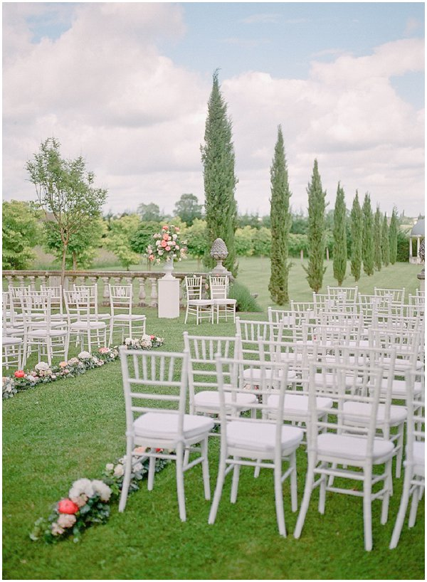 how to style outdoor wedding ceremony