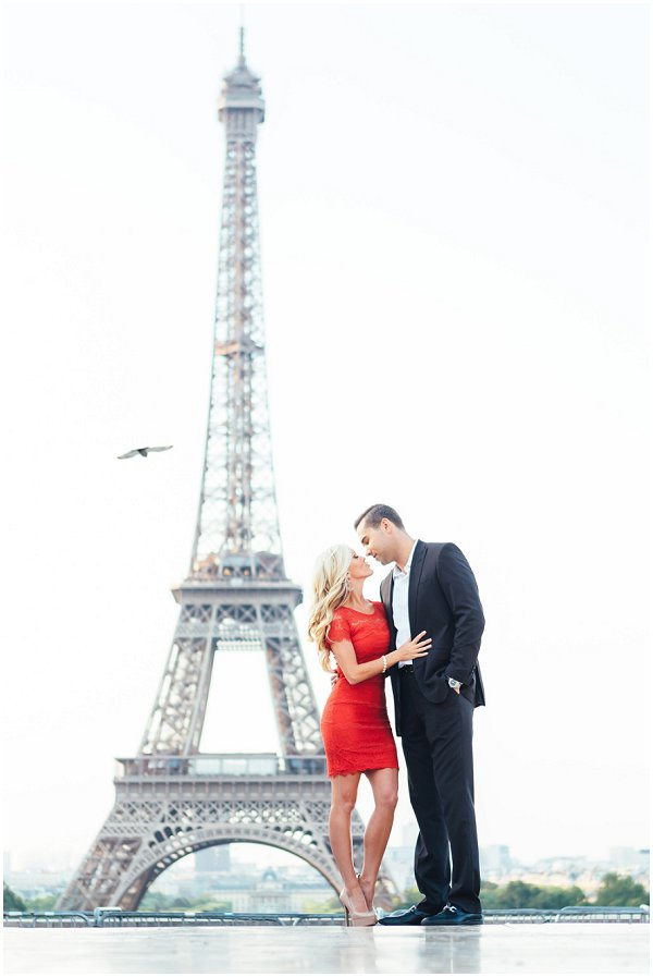 engagement shoot infront Eiffel Tower