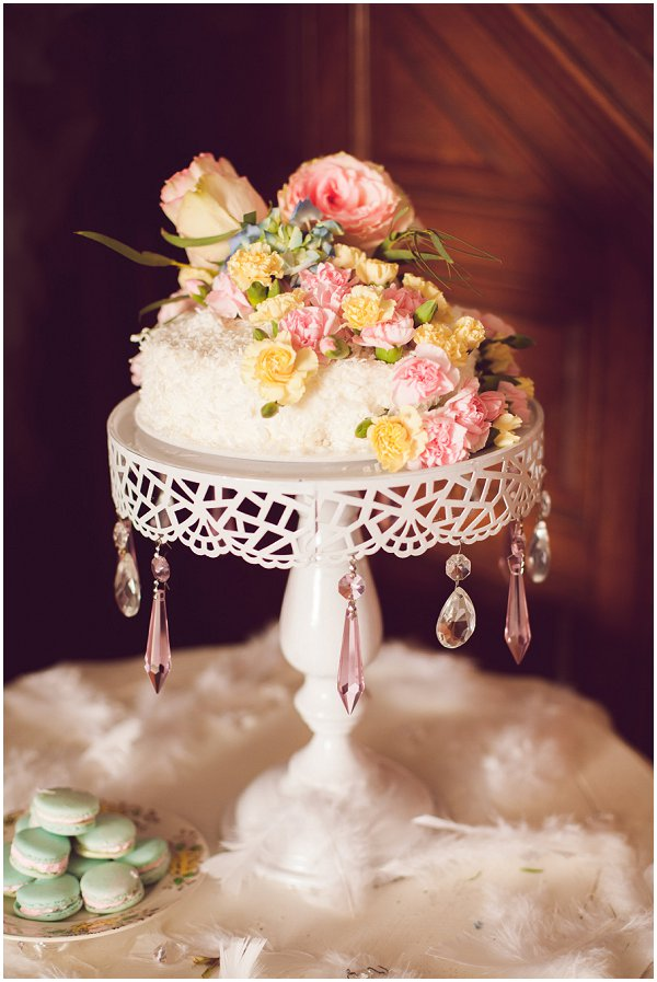 fresh flowers on simple wedding cake