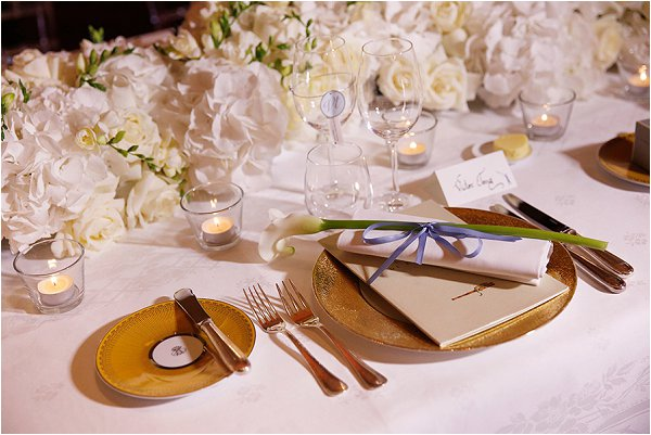 Elegant and luxurious white and gold place settings