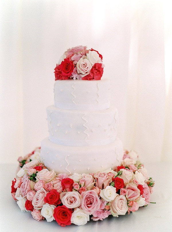 Elegant wedding cake with flowers