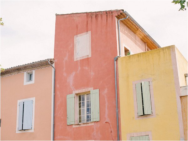 colorful buildings in Isle sur la Sorgue