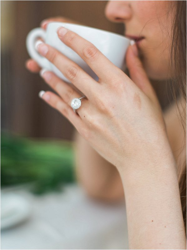 Stunning diamon engagement ring in Provence Wedding inspiration photo shoot