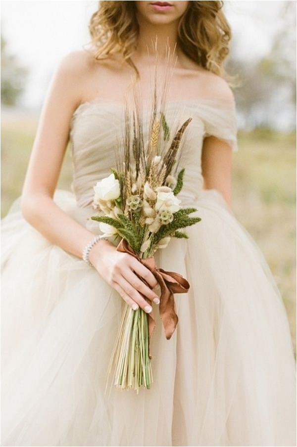 natural feather bridal bouquet - Alea Lovely Photo via Ruffled