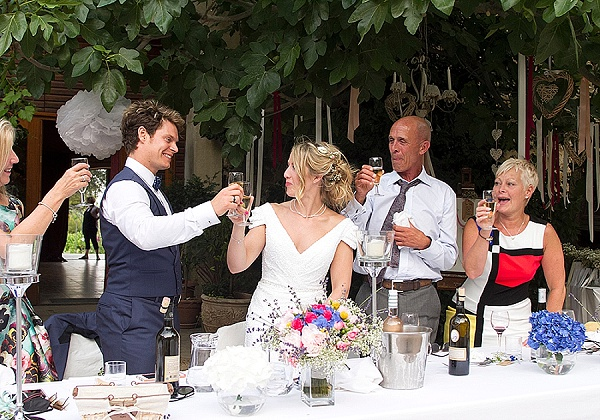 Relaxed family wedding in France