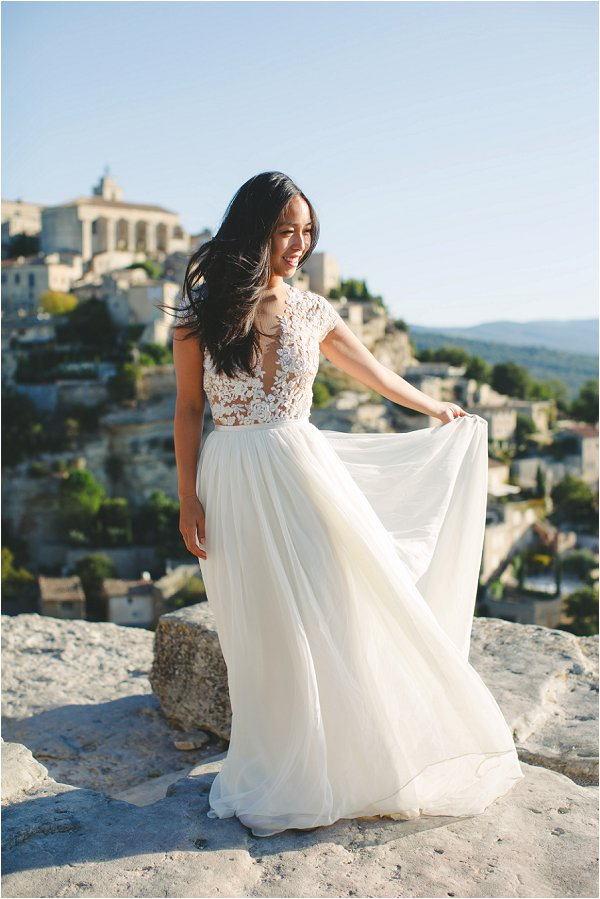 Stunning low-fronted flowing wedding gown