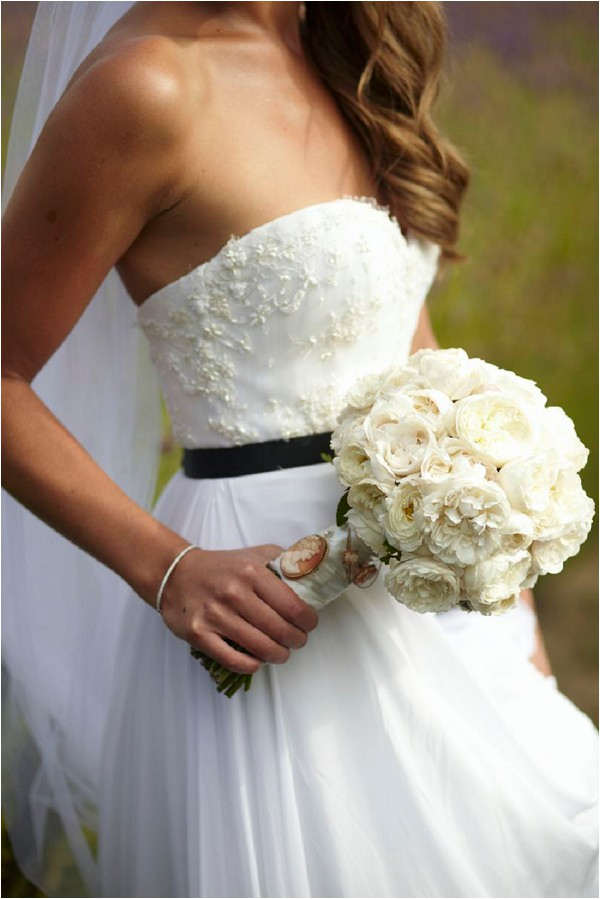 classic bridal look with black belt and white bouquet