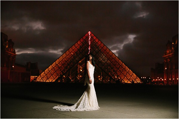 dramatic bridal pictures at Louvre