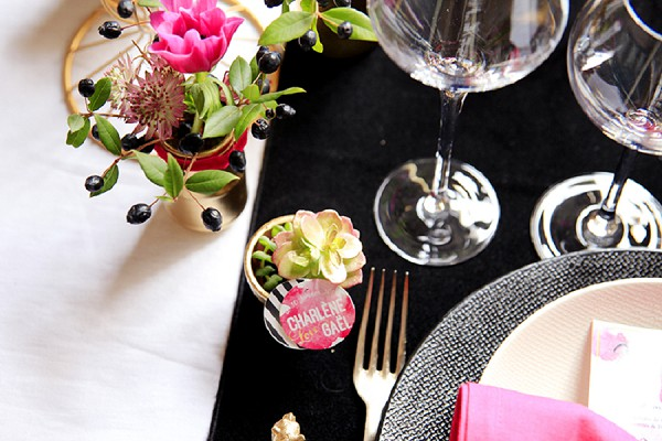 table setting black and pink