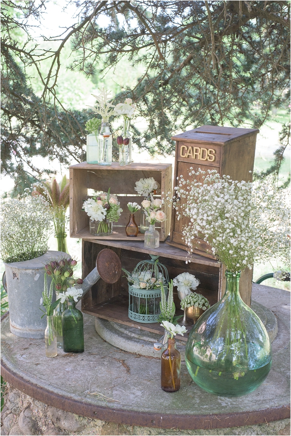 Vintage wedding card station