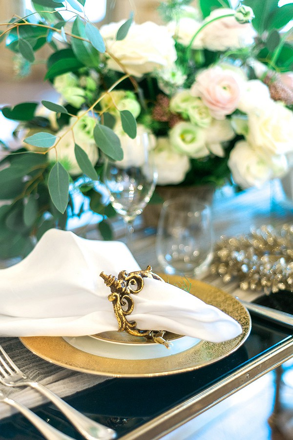White and gold elegance wedding