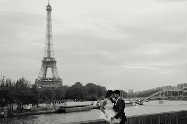 eiffel tower engagement photo