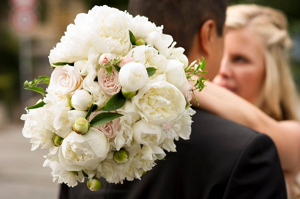 white and blush pink wedding bouquet