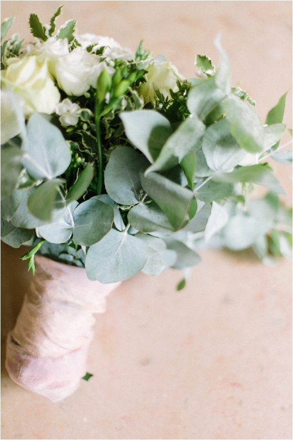 DIY hand tied wedding bouquet | Image by Maya Maréchal Photography