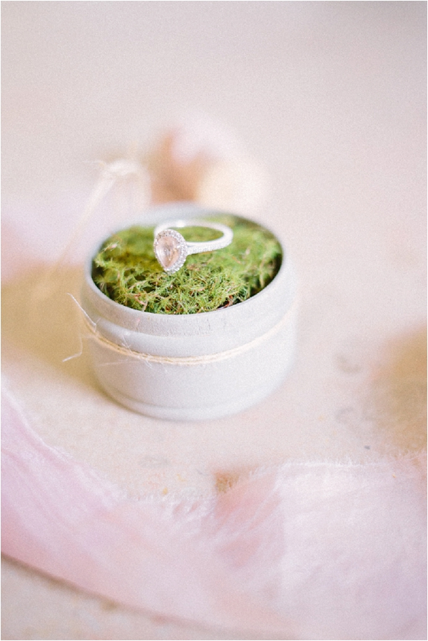moss ring box | Image by Maya Maréchal Photography