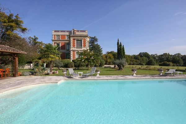 Chateau Le Lout exclusive French Wedding Venue