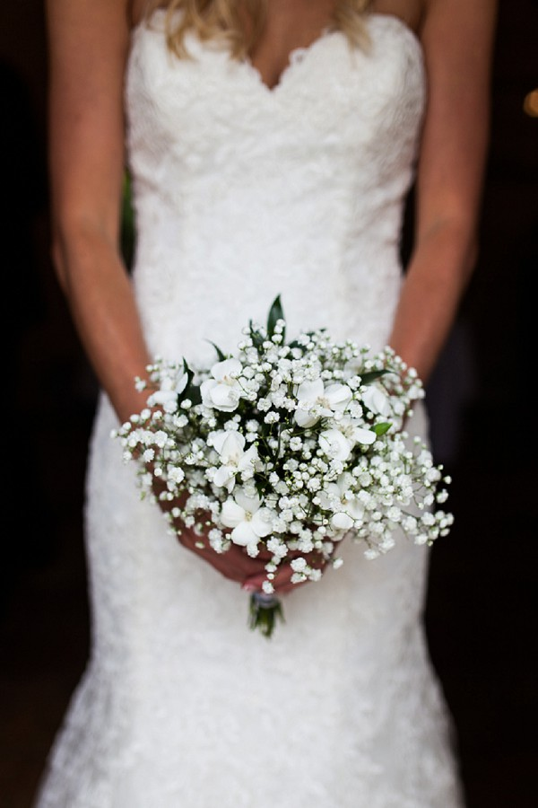 simple white flower bouquet