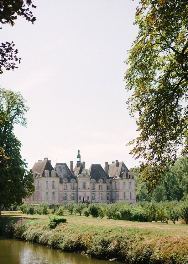 40a93aac1b55 Guide to Your Destination Wedding in Loire Valley - French Wedding Style