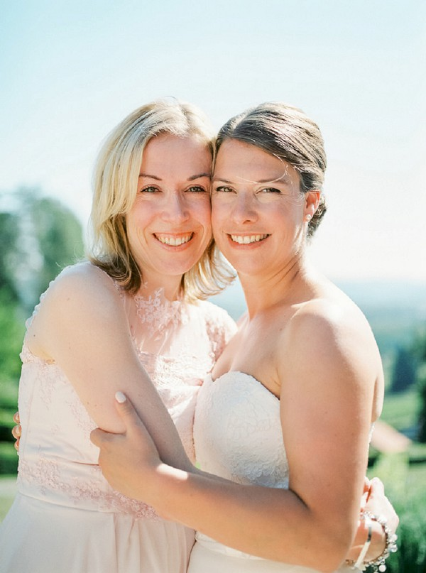 bride and sister photo