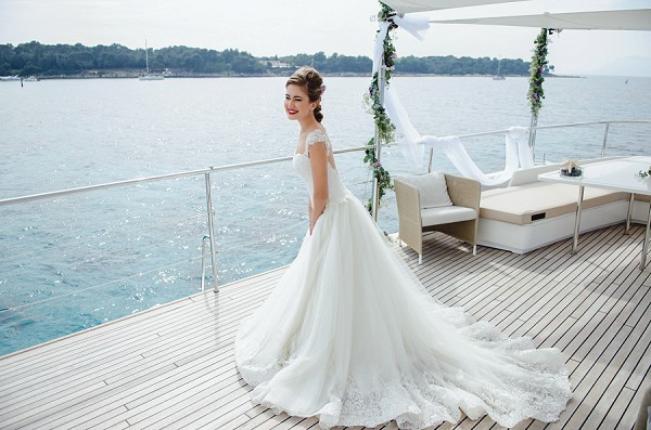 Luxury wedding dress