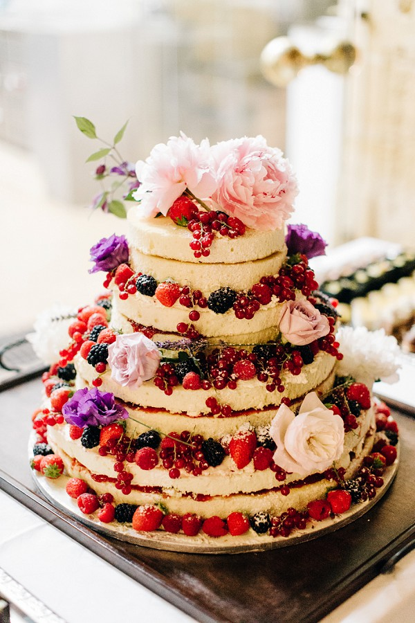 naked cake fresh fruit