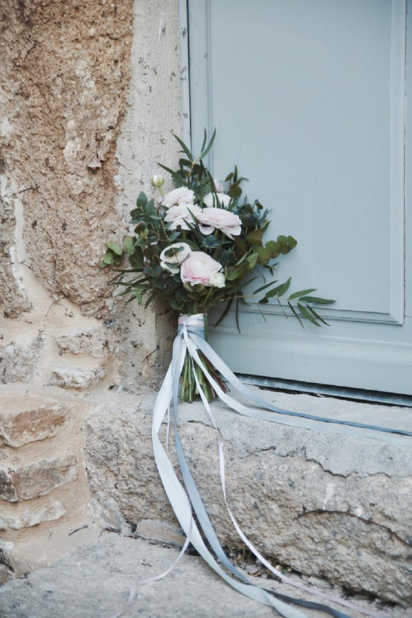simple bridal bouquet provence